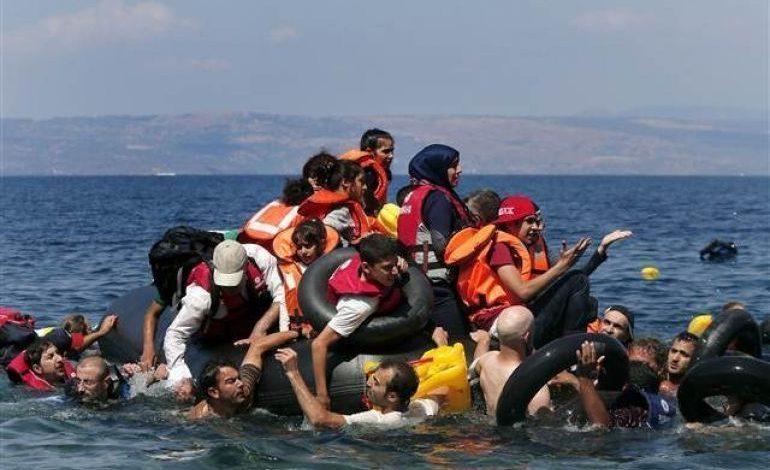 Egede bot battı 13 kişi hayatını kaybetti