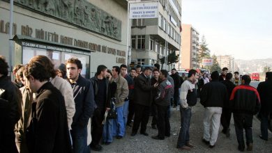 Nisan ayında işsizlik yüzde 12 artarak 105 oldu