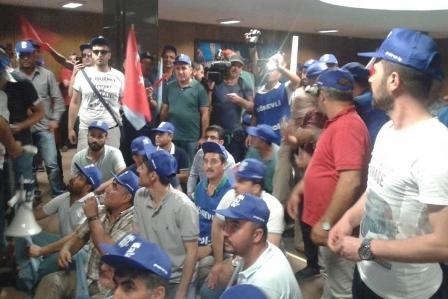 Petrol işçileri TP Genel Müdürlüğünü işgal etti
